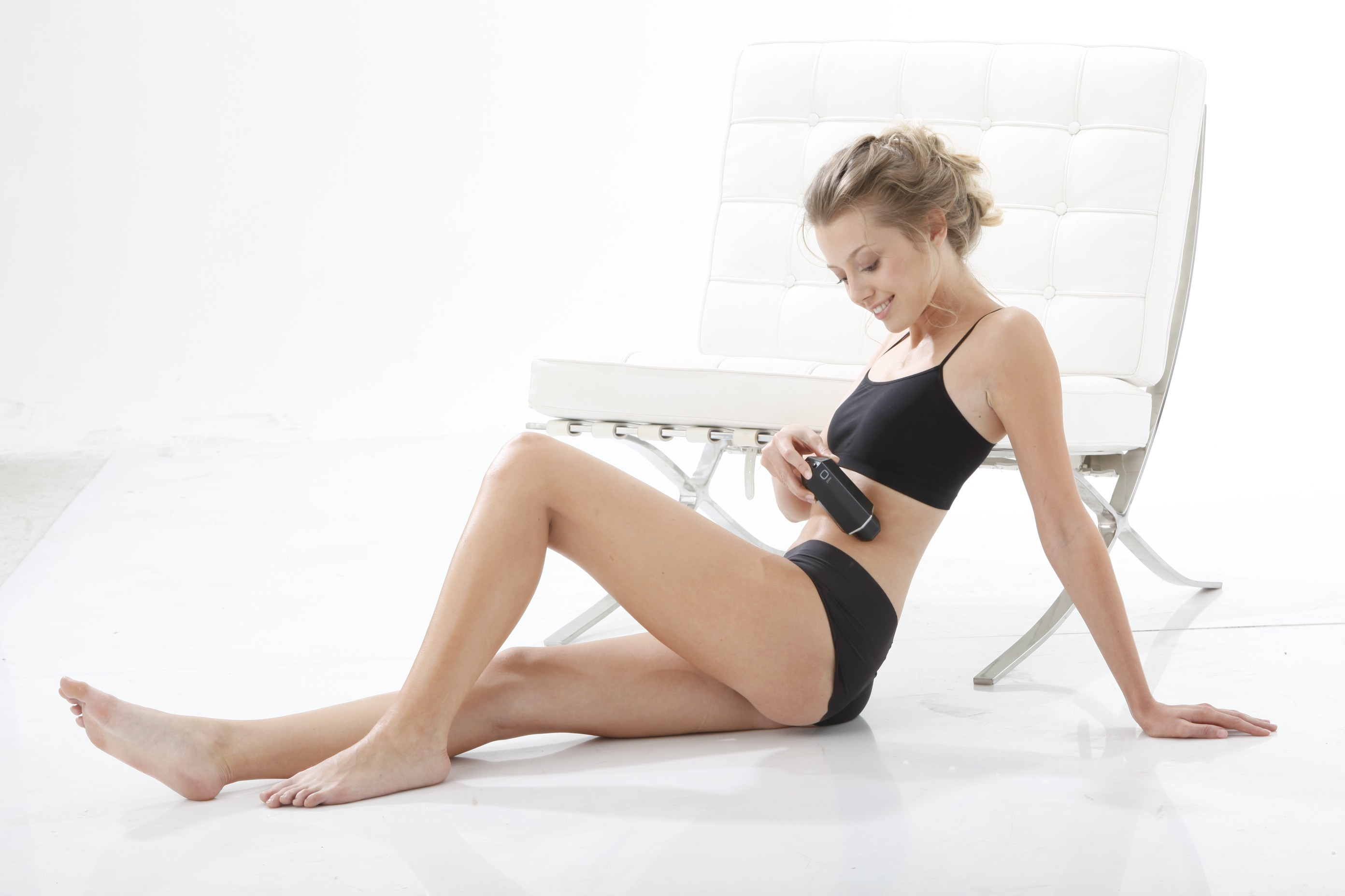 women use Aesthetic medical devices
